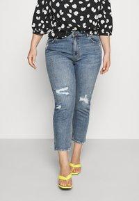 ONLY Carmakoma - CARMILY MOM ANKEL - Jeans Tapered Fit - medium blue denim - 0