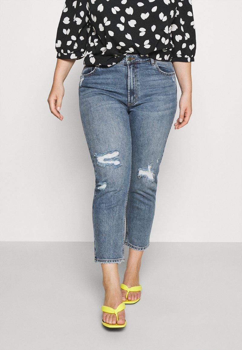 ONLY Carmakoma - CARMILY MOM ANKEL - Jeans Tapered Fit - medium blue denim