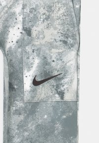 Nike Performance - ONE - Leggings - smoke grey/coconut milk - 2