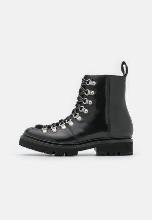 NANETTE - Korte laarzen - black colorado