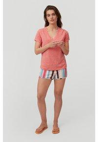 O'Neill - Basic T-shirt - hot coral - 1
