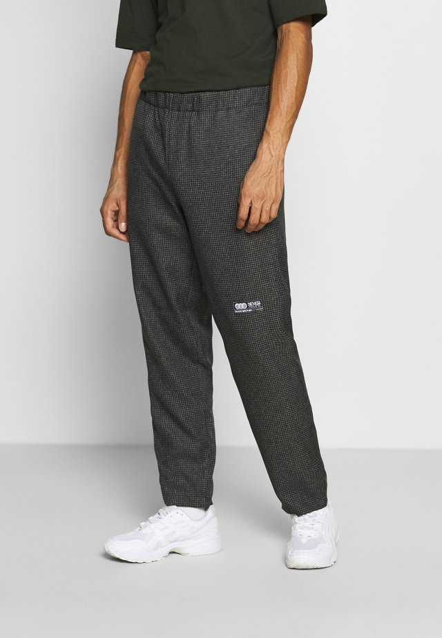 STAMFORD TROUSERS - Trousers - grey