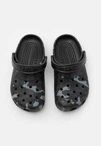 Crocs - CLASSIC SEASONAL GRAPHIC UNISEX - Clogs - black/grey - 3