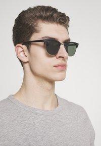 Jack & Jones - JACMAVERICK SUNGLASSES - Sunglasses - black - 1