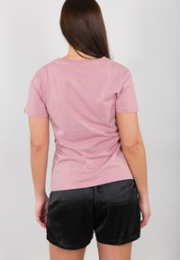 Alpha Industries - NEW BASIC - Print T-shirt - silver pink - 2