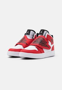 Jordan - SKY 1 UNISEX - Basketbalové boty - white/black/university red - 1
