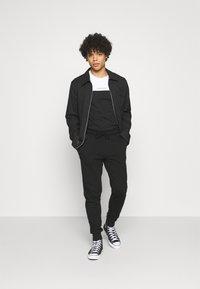 Calvin Klein Jeans - LOGO PANT - Pantaloni sportivi - black - 1
