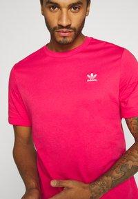 adidas Originals - ESSENTIAL TEE UNISEX - Basic T-shirt - powpnk - 4