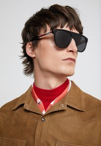Gucci - Sunglasses - black/white/grey - 1