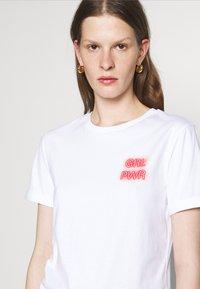 HUGO - DIBIUSA - T-shirts med print - white - 4