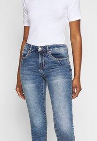 Vero Moda Petite - VMTERESA - Skinny džíny - medium blue denim - 4