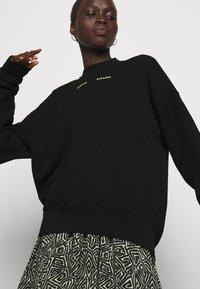 Proenza Schouler White Label - MODIFIED RAGLAN SOLID - Sweatshirt - black - 5