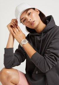 G-SHOCK - GMA-S120SR-7AER - Digitální hodinky - rosa - 3