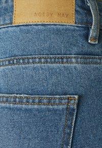 Noisy May Petite - NMAMANDA WIDE ANKLE  - Jeans baggy - medium blue - 2