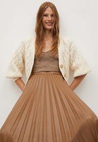 Mango - ONA - A-line skirt - středně hnědá - 3