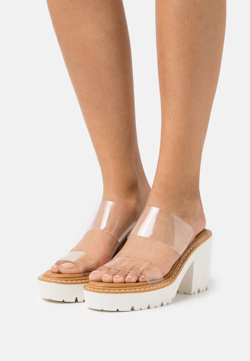 Madden Girl - BRANDI - Pantofle na podpatku - clear