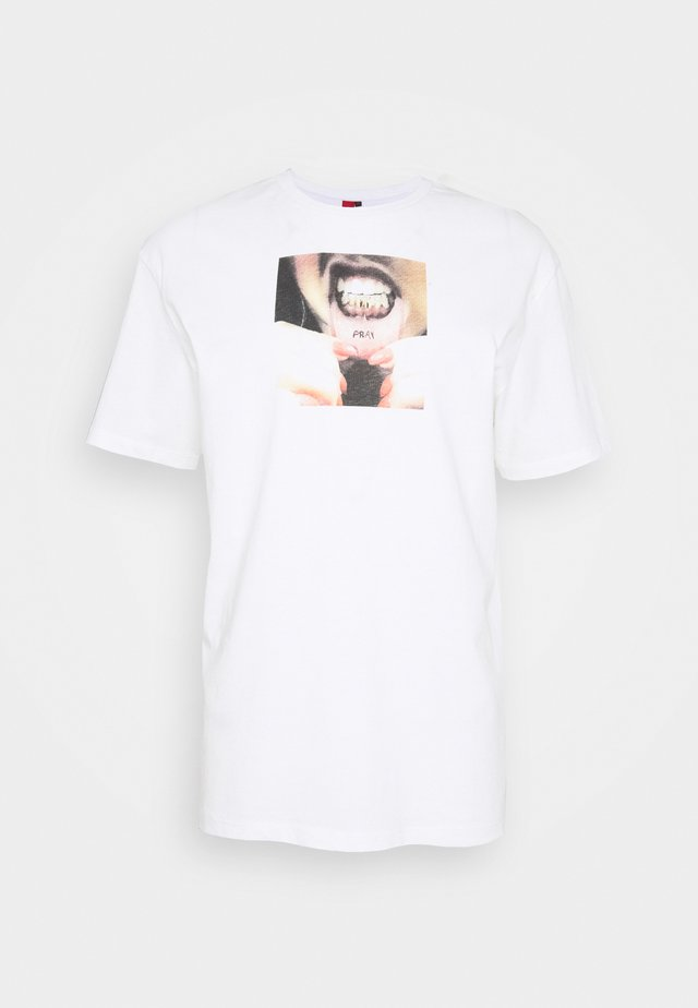 UNISEX GRILLS - T-shirts med print - white