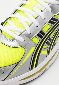 ASICS SportStyle - GEL KYRIOS UNISEX - Sneakers - safety yellow/black - 5