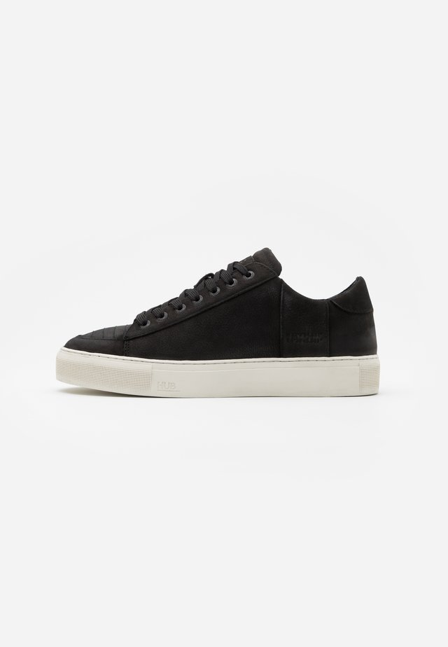TOURNAMENT - Sneakersy niskie - black/offwhite