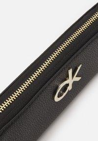 Calvin Klein - RE LOCK ZIPAROUND - Wallet - black - 3