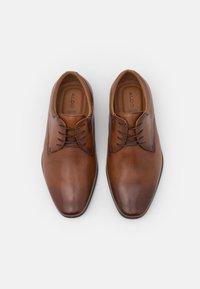 ALDO Wide Fit - NOICIEN - Šněrovací boty - cognac - 3