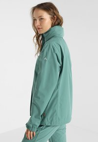 Vaude - WOMANS ESCAPE LIGHT JACKET - Waterproof jacket - nickel green - 3