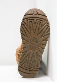 UGG - CLASSIC II - Boots - chestnut - 5