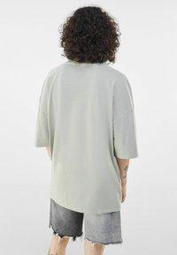 Bershka - Print T-shirt - grey - 1