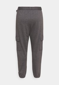 Missguided Plus - PLUS CARGO JOGGER WITH BUCKLE - Tracksuit bottoms - charcoal - 1