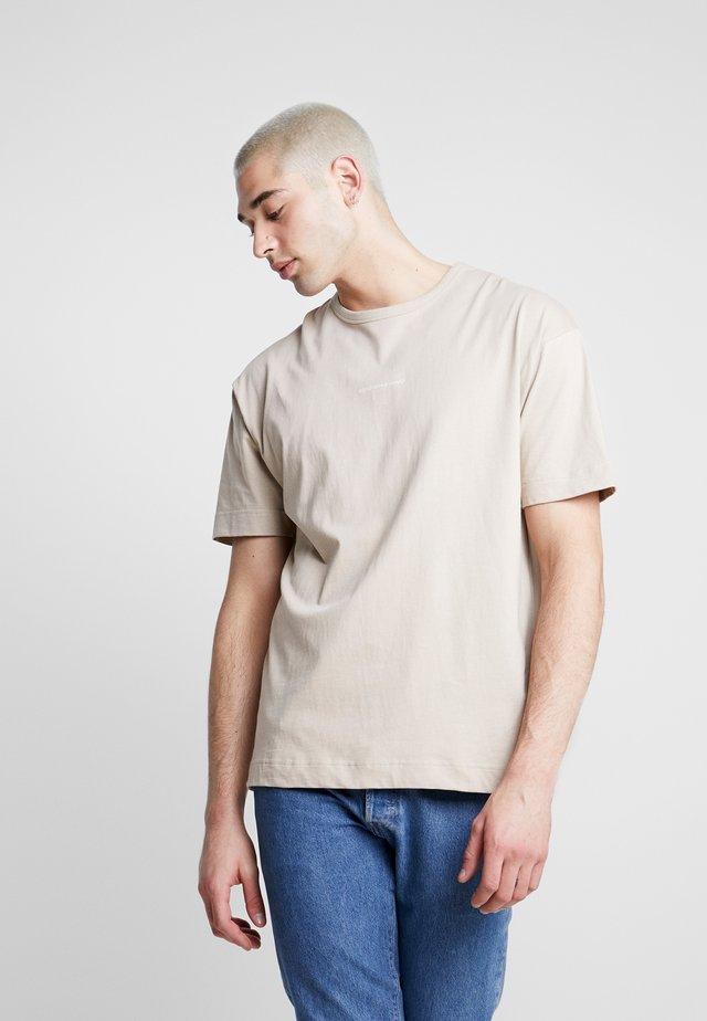 BASIC - T-shirt imprimé - stone