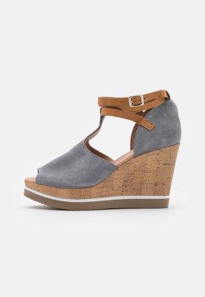 MARY - Sandały na obcasie - grey/tan