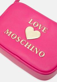 Love Moschino - Across body bag - fuxia - 4