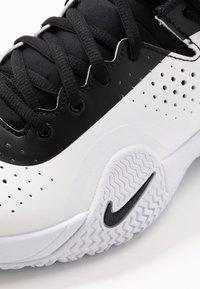 Nike Performance - COURT TECH CHALLENGE - Chaussures de tennis toutes surfaces - white/black/persian violet - 5