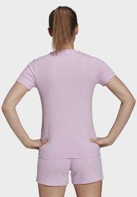 adidas Performance - T-shirts med print - purple - 1