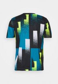 Nike Performance - DRY TOP - Print T-shirt - topaz mist/white - 1