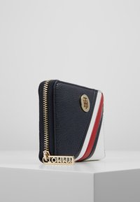 Tommy Hilfiger - CORE COMPACT WALLET - Wallet - blue - 4