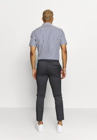 Topman - STRIPE WHYATT - Pantalon de survêtement - navy - 2