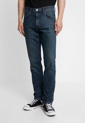 GREENSBORO - Straight leg jeans - green night