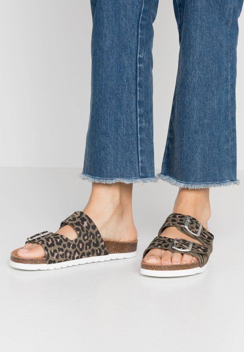Vero Moda - VMALDA  - Slippers - nutria/silver