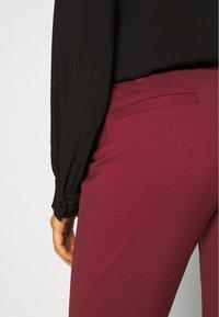 Vero Moda - VMLEAH CLASSIC PANT - Kalhoty - cabernet - 4