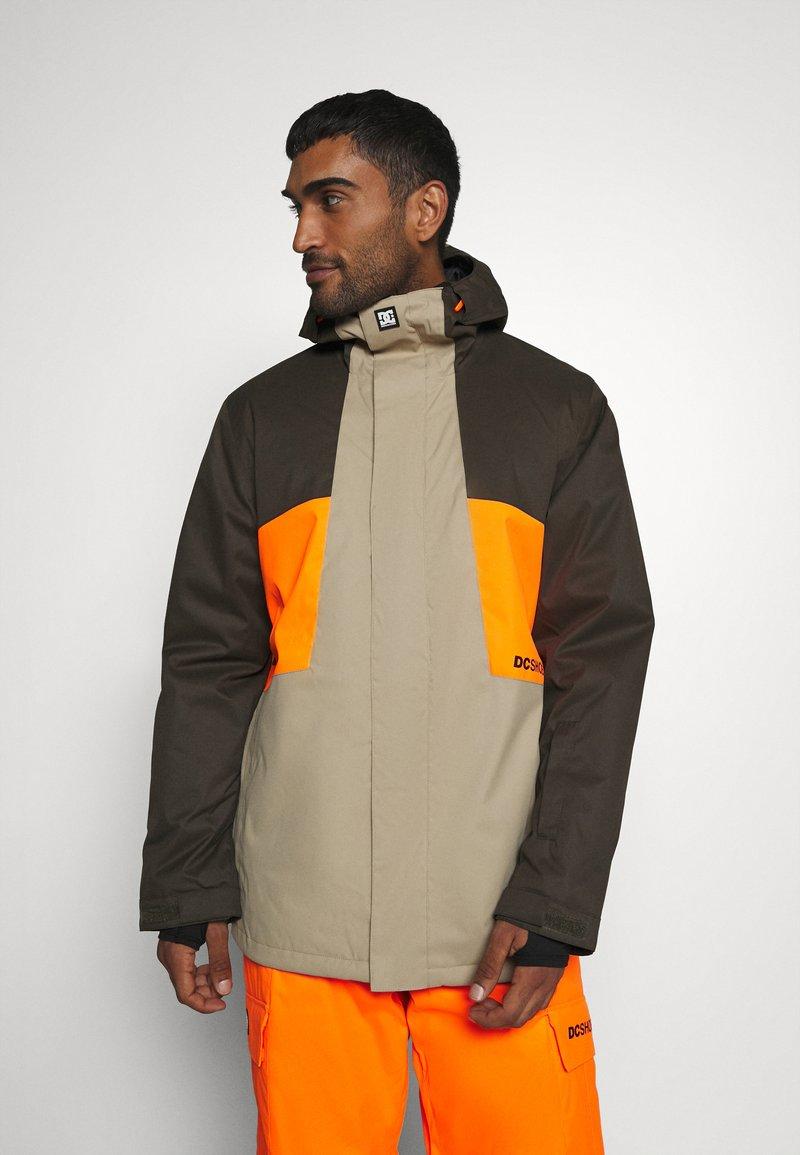 DC Shoes - DEFY JACKET - Snowboard jacket - brown