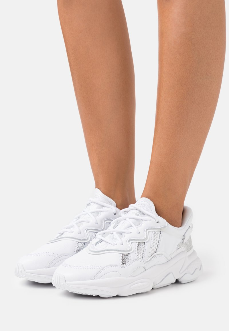 adidas Originals - OZWEEGO  - Sneakers - footwear white/silver metallic