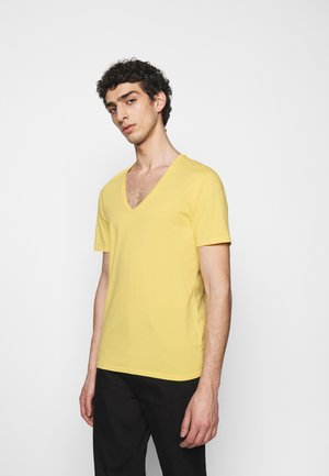 QUENTIN - Basic T-shirt - yellow