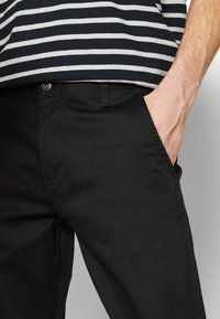 DOCKERS - ALPHA ORIGINAL - Chino - black core - 5