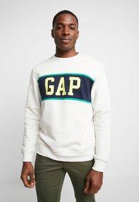 GAP - V-MINI CREW - Sweatshirt - carls stone - 0