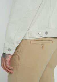 Levi's® - VINTAGE FIT TRUCKER UNISEX - Veste en jean - greys - 5
