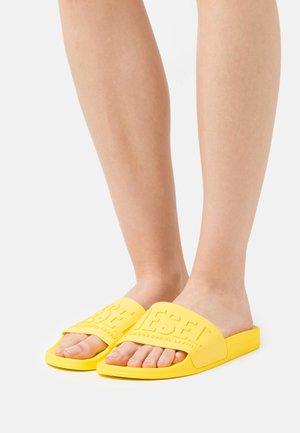 SA-MAYEMI W - Klapki - yellow