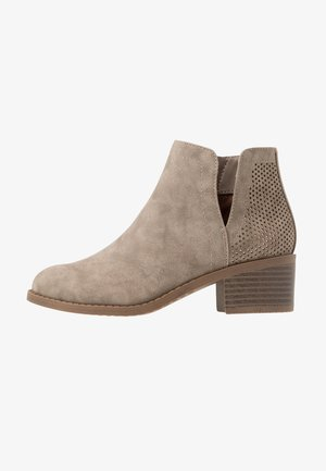JLOMAD - Classic ankle boots - cognac