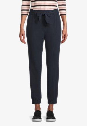 MIT BINDEGÜRTEL - Trousers - dunkelblau