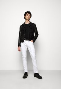 Just Cavalli - PANTALONE - Džíny Slim Fit - optical white - 1
